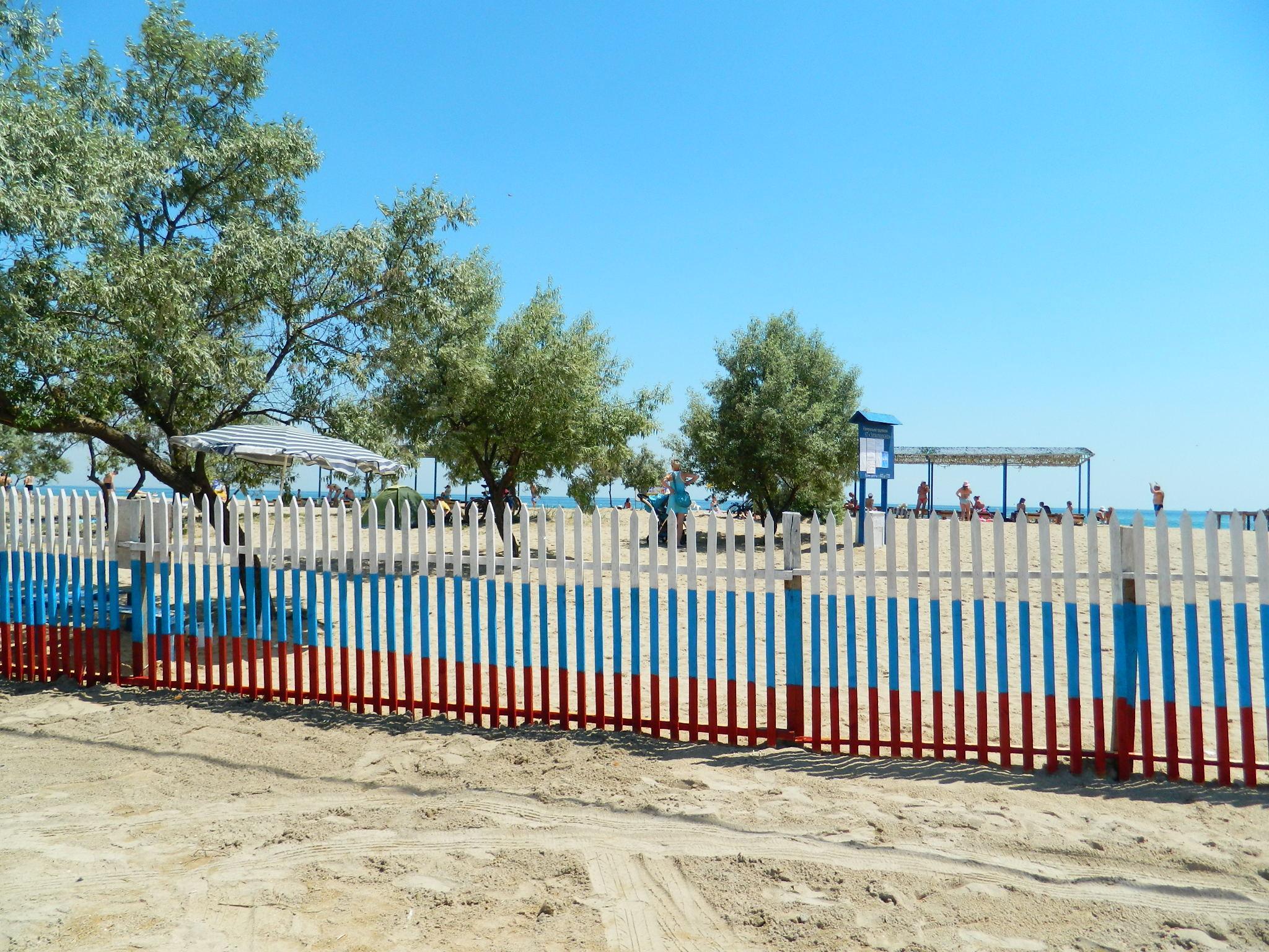 Вариант дикий пляж там места много